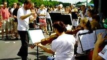 """""""Still-Leben auf der A 40"""":Sinfonie Orchester Pecs auf der längsten Tafel der Welt"""