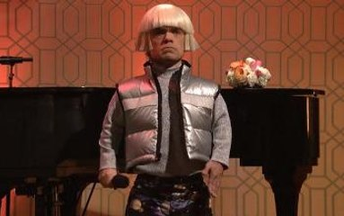 Peter Dinklage, Gwen Stefani sing about space pants - SNL