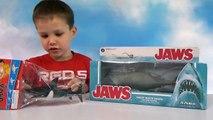 Акула растущая в воде и игрушечная акула Челюсти выращивание в воде на канале Мистер Макс Toy Shark Jaws 2016