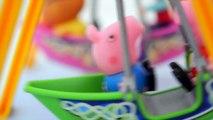 Pig George da Familia Peppa Pig no Parque de Diversao!!! Em Portugues Tototoykids