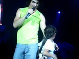 Joe Jonas sings to the most adorable girl ever! (HQ)