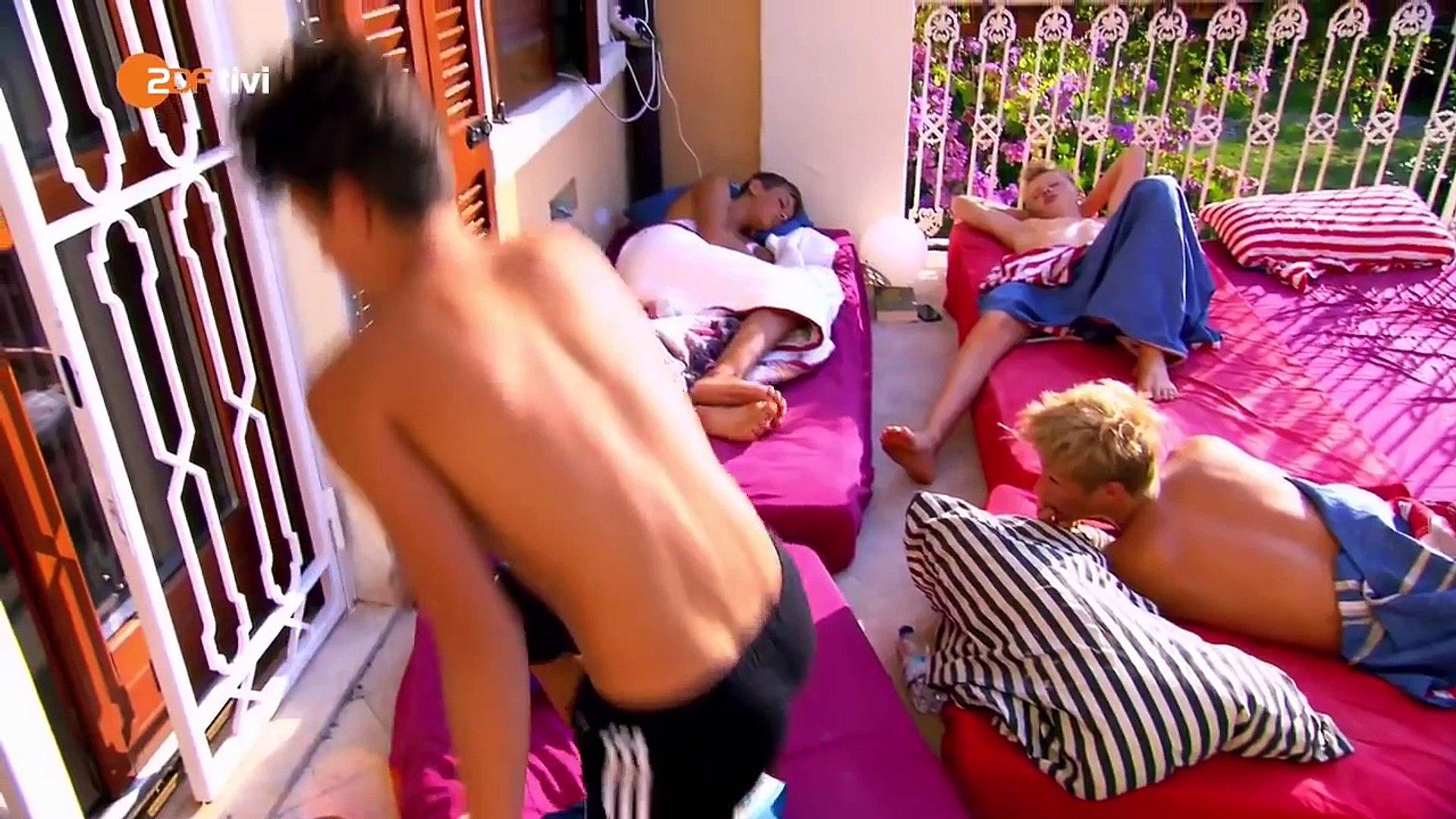Jungs nackt die wg Nacktheit in