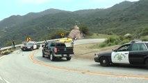 Un motard chute dans un virage juste devant une voiture de police
