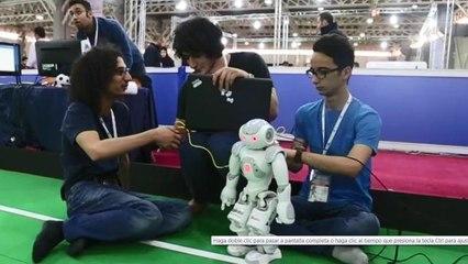 Los robots muestran sus habilidades en un torneo mundial en Teherán