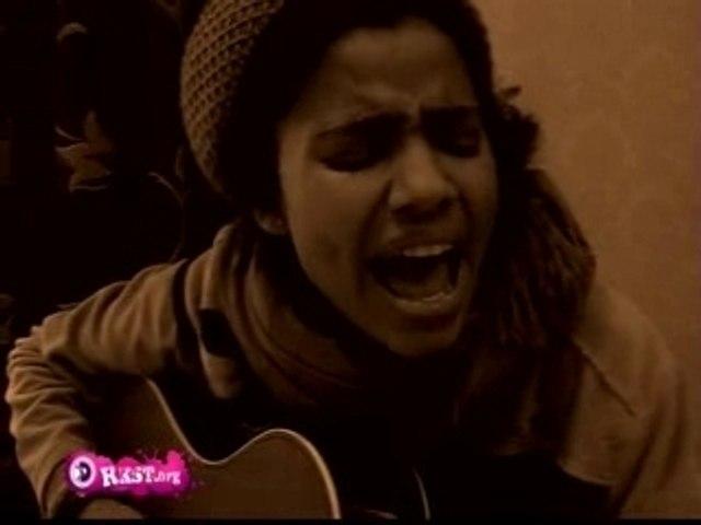 Nneka Acoustique sur RKST