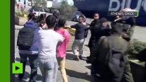Un migrant menace de lancer un nouveau-né contre un policier grec
