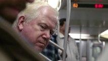 Lire des livres scandaleux dans le métro - Blague énorme