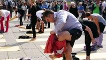 Baden-Württemberg in Balance - Yoga-Flashmob auf dem Stuttgarter Schlossplatz