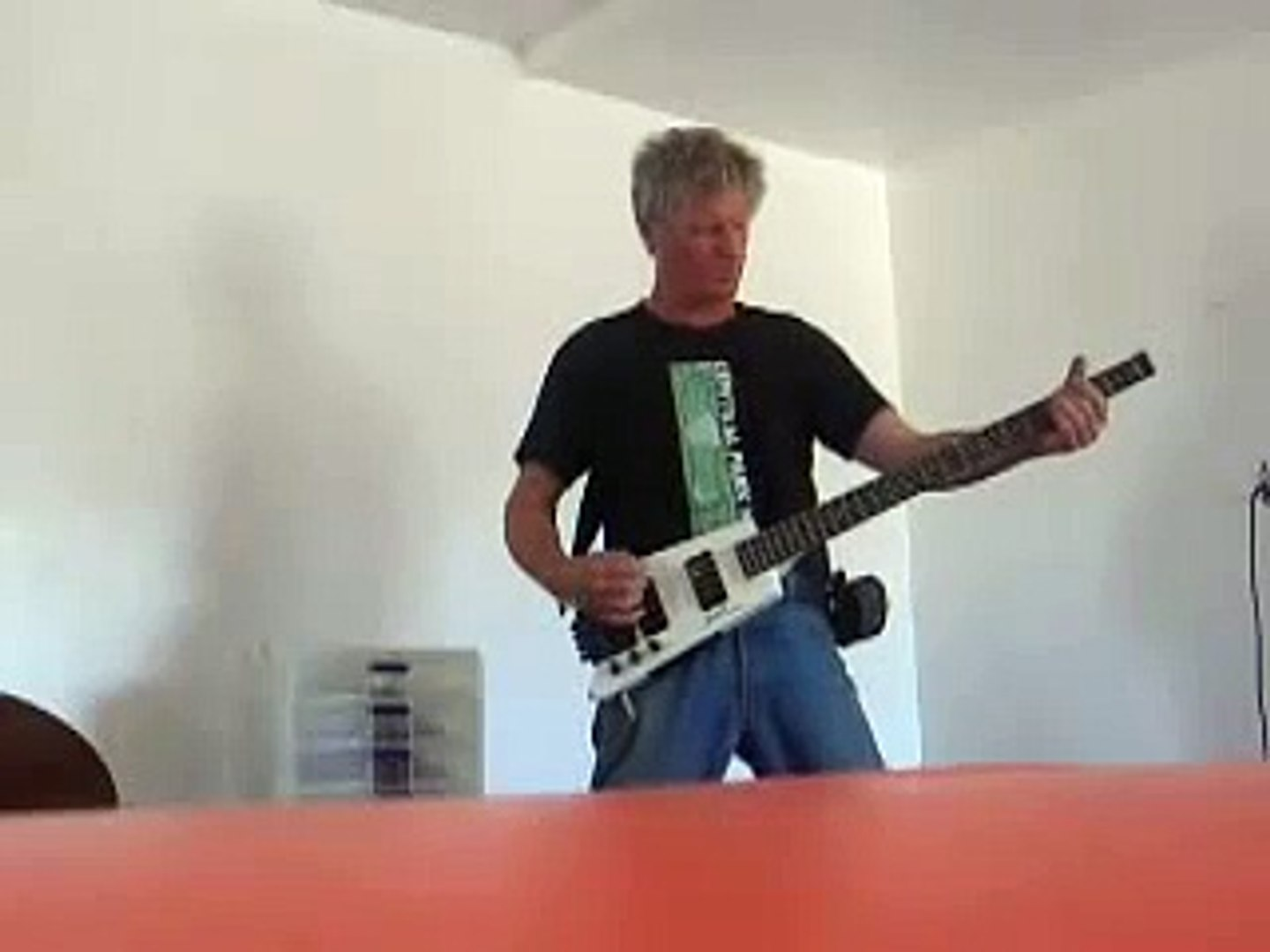 headless bass solo
