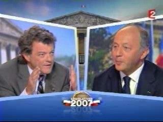 Laurent Fabius interroge Borloo