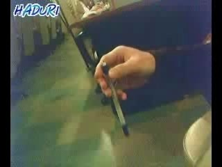 Jonglage-stylo-doigt
