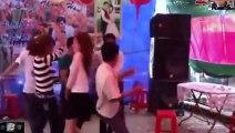 Cận cảnh tập thể gái xinh nhảy tưng bừng tập thể trong đám cưới-Nhạc đám cưới-[kenh giai tri]