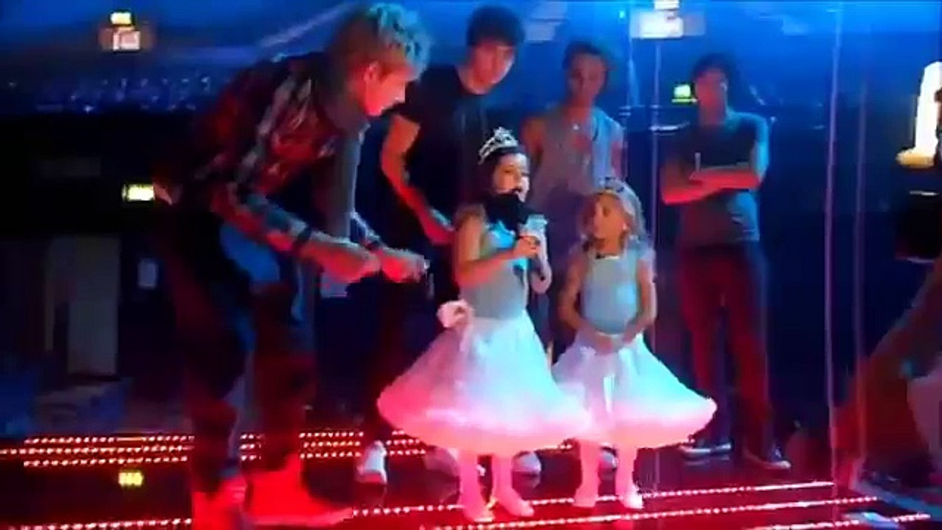 Sophia Grace & Rosie Sing With ONE DIRECTION & JLS