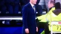 Zizou Zidane se le rompe la orqueta del pantalon Madrid vs Wolfs