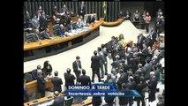 Parecer da comissão do impeachment é lido no plenário da Câmara