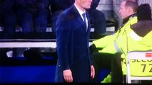 Zinedine Zidane tiene el pantalón roto // Zinedine Zidane rips his trousers celebrating Cristiano Ronaldo's hattrick