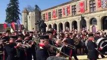 Extraordinaire ! Les élèves de Saint Cyr rendent hommage à Jeanne dArc au Puy-du-fou !