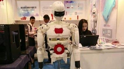 Los androides, centro de atención en la Feria de Electrónica de Hong Kong