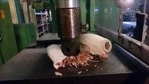 Palla da bowling contro pressa idraulica: Guardate cosa accade alla fine...