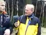 blir intervjuade av sveriges radio ute i skogen