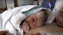Il Neonato Saluta Il Papà Per La Prima Volta, Ma Il Modo In Cui Lo Fa è... INDIMENTICABILE