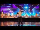 """Grande-Bretagne: La performance incroyable et très dangereuse d'un candidat d'""""Incroyable Talent"""" - Regardez"""