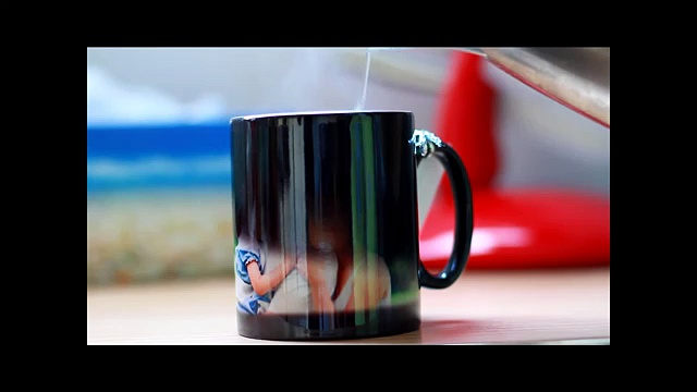 MAGIC PHOTO MUG (Photos appear when you add hot water)