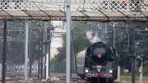 La locomotive à vapeur 241P17 arrive en gare de Tours