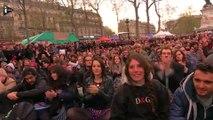 Nuit Debout : Yanis Varoufakis applaudi place de la République