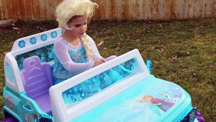 T Rex vs Spidergirl vs Frozen Elsa & Olaf Real Life Superhero