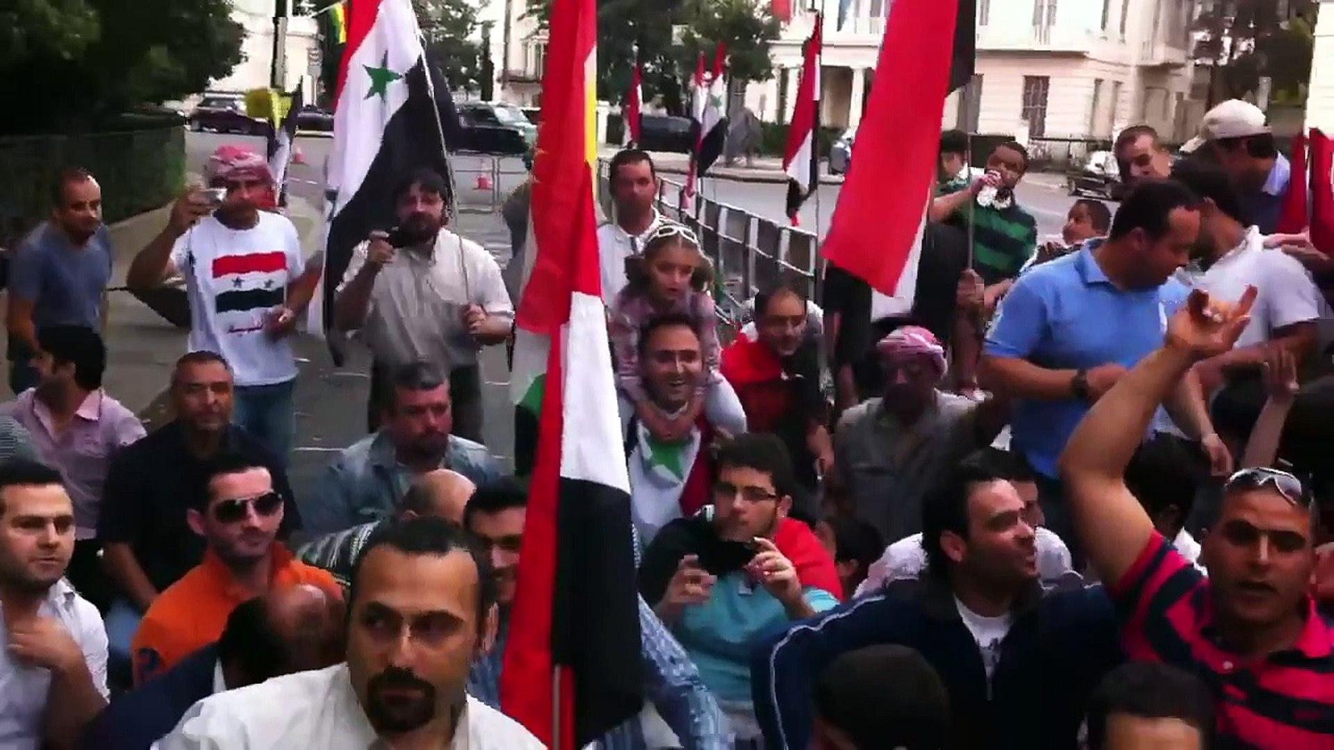 مظاهرة سورية في لندن وحضور يحيى حوى