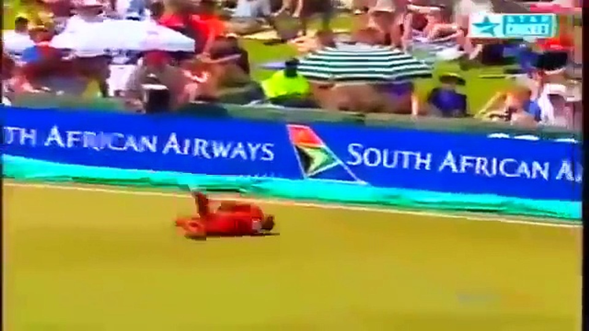 Best Catches in Cricket History! Best Acrobatic Catches! (Please comment the best catch) - YouTube