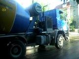 Camiones circulan como quieren. Urquiza 354 Ramos Mejia