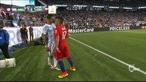 Gary Medel y Ángel Di María casi se van a las manos durante el Argentina vs Chile