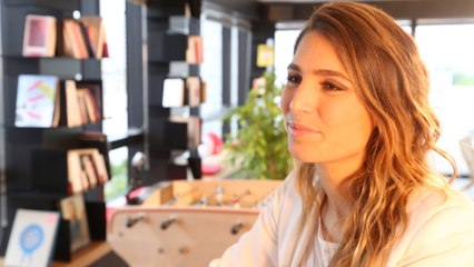 Baby-foot avec Laury Thilleman