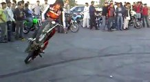Karachi Bike Riders Stunts On Streets - Pakistani Bikers Wheeling & Stunts