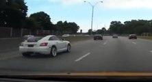 Cet automobiliste n'apprécie pas qu'on le double avec sa voiture de sport
