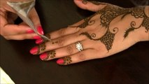 Learn Indian Pakistani Simple & Easy Henna Mehendi Design - Eid Ul Azha Mehndi Designs - Hands Step, Mehndi Step, Henna Designs, Mehndi Designs For Hands, Simple Mehndi Designs, Mehandi Designs, Simple Arabic Mehndi Designs, Latest Mehndi