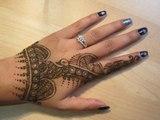 Latest Quick Easy simple Peacock Mehendi Henna Design - arabic mehndi designs - latest mehndi designs - mehndi patterns - simple henna designs - henna stencils - mehndi art - henna designs for hands - henna paste - Eid Mahndi - Mehndi Trends
