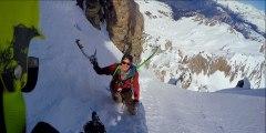 Une descente impressionnant dans un duo snowboard et ski