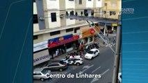 Criança fica por cinco minutos sentada na janela de prédio no Centro de Linhares