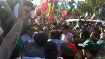 imran khan with Karachi People without protocol 11-28-2015