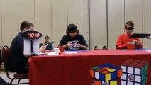 Con los ojos vendados un mexicano arma el cubo Rubik en 25 segundos