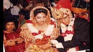 Shahrukh Khan with wife Gauri Khan kids Aryan Suhan AbRam Kh