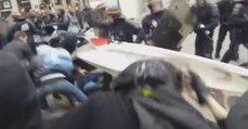 Violents affrontements entre manifestants et CRS devant le théâtre de l'Odéon (vidéo)