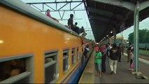 Si tu montes sur le train tu te fais découper par un boulet en Indonésie... Meilleure qu'une amende SNCF