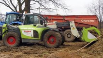 De Wilde uit Kruishoutem- New Holland T 7030 en Claas Scorpion 7030 kuilgras laden in de m