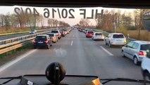 Voitures rangées sur l'autoroute pour laisser passer les secours en Allemagne
