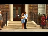 Queen visits Will and Kate to meet royal baby (VIDEO)