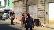 Petite fê entre clodos dans les rues en Colombie